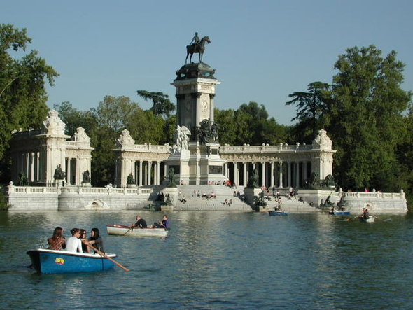 Parque del retiro in madrid spain for Parques de madrid espana